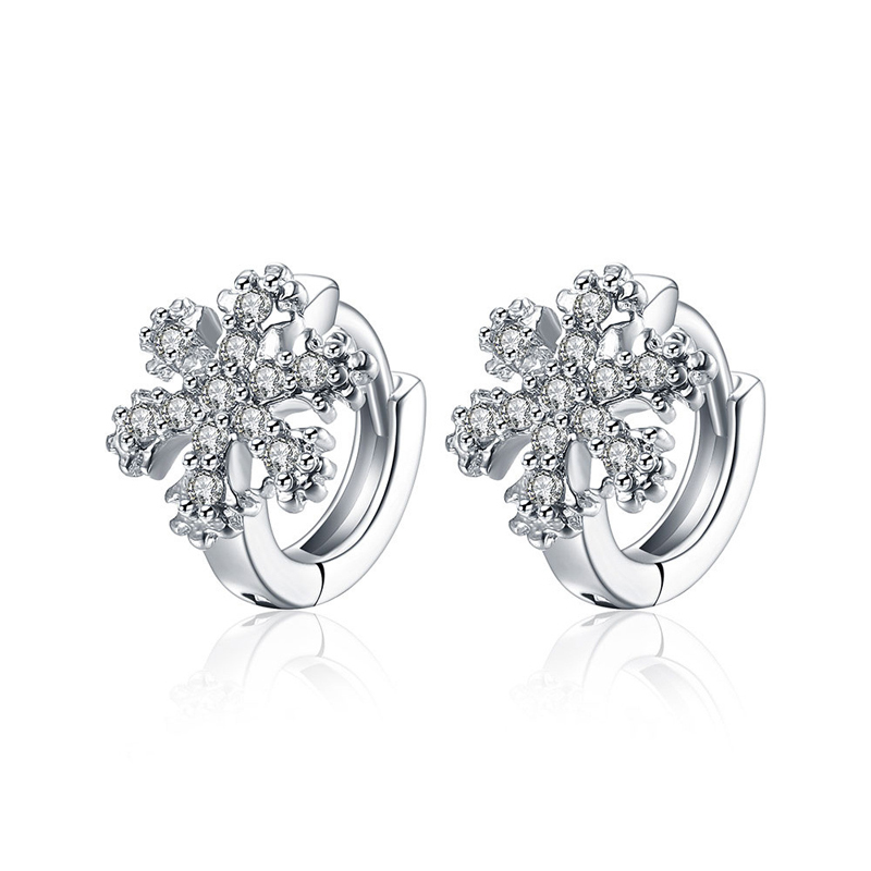 Classic Cubic Zirconia crystal White Gold plated Stud Earrings For Women Fashion Jewelry AKE156