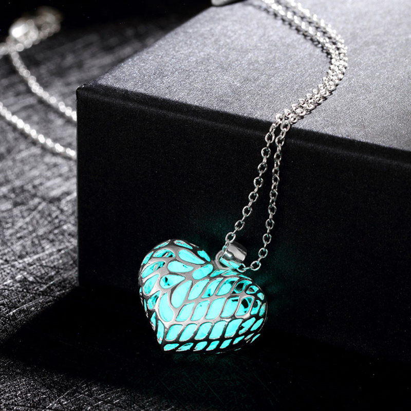 Heart Shaped Necklace Romantic Silver Plated 3 Color Styles Luminous Night Pendant Necklaces Fashion Jewelry for Women YGN064