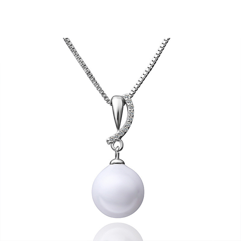 Trendy Jewelry White Pearl Necklace Elegant Pendant Fashion Jewelry for Women