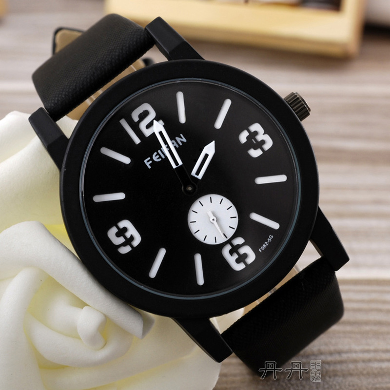 Fashion Watch with Black Dial Watch Quartz Watch 67875
