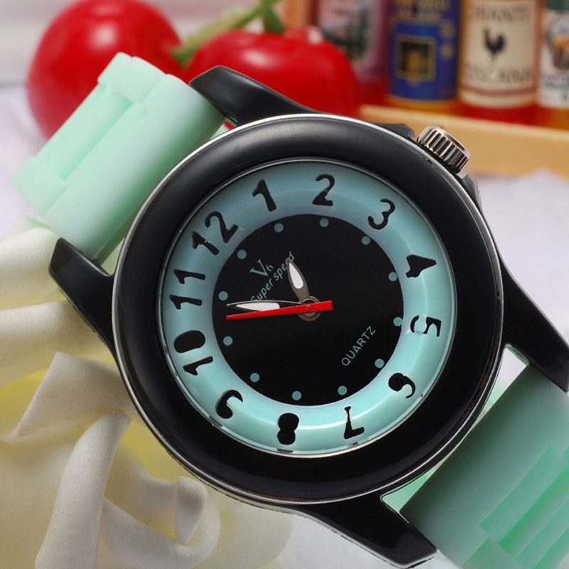 Waterproof Arabic Numeral Markers Green/Brown/Gray Dial Quartz Rubber Strap Men Watch